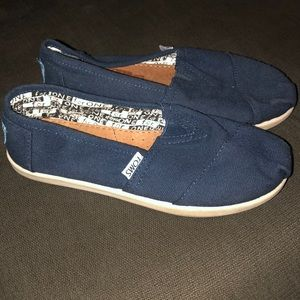 TOMS YOUTH